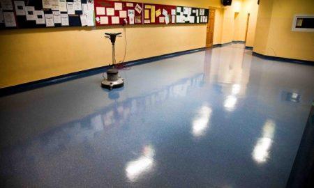 akrylowanie korytarza w szkole