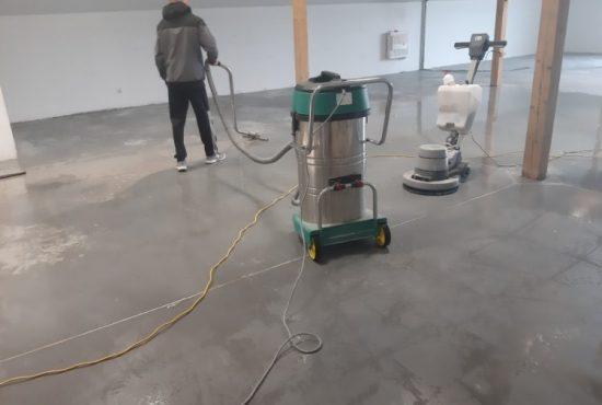 maszynowe czyszczenie posadzki betonowej Euro Glance